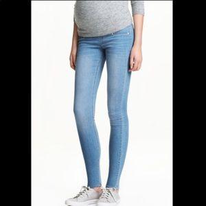 Maternity skinny jeans 🤰